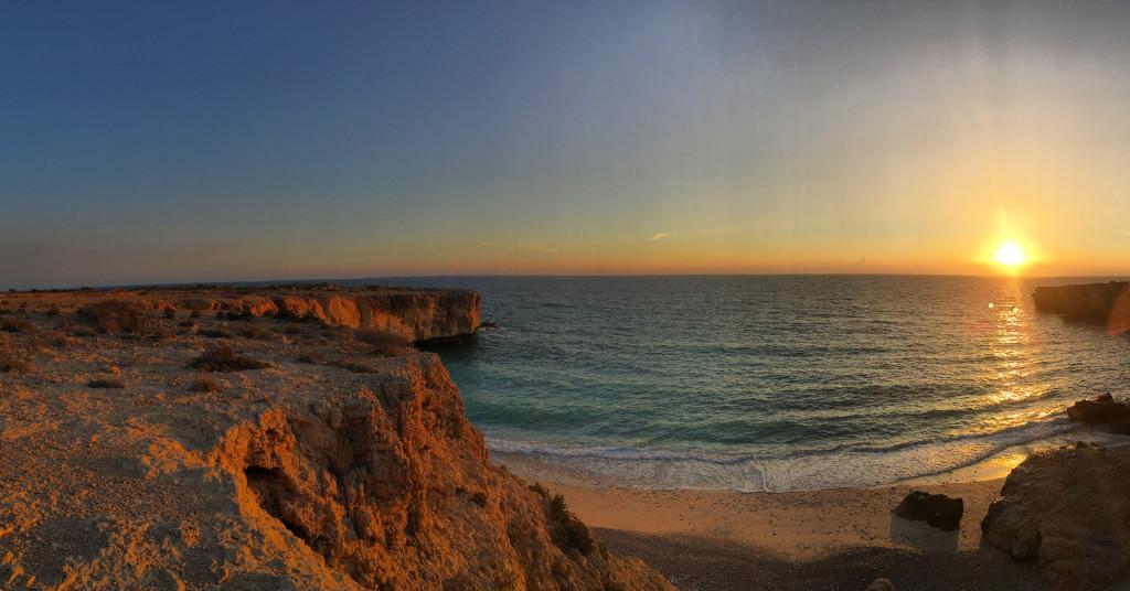 Sonnenaufgang über dem Golf von Oman