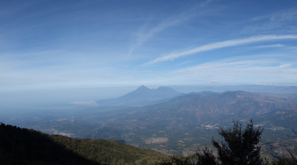 Weiter Blick über die Vulkanlandschaft Guatemalas.